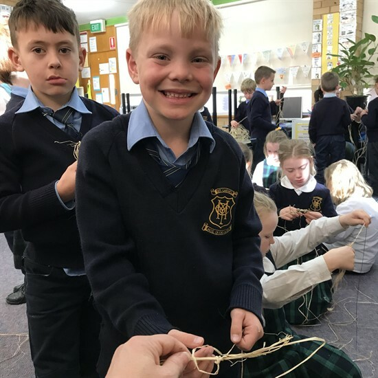 2AH Learning About Aboriginal Weaving (1)
