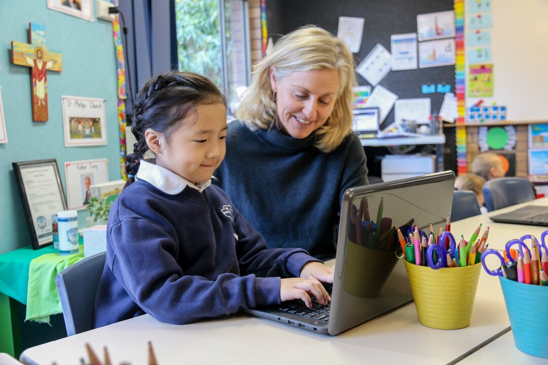 TEACHER HELPING STUDENT ON COMPUTER (2)